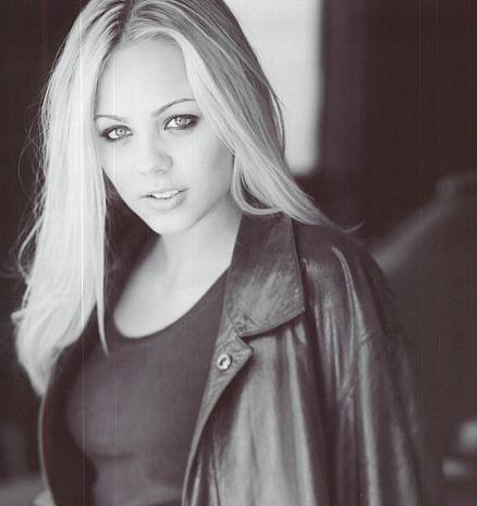 Laura Vandervoort photos