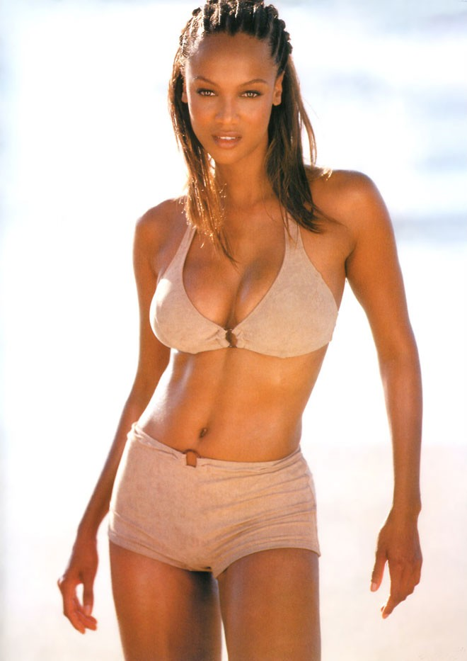 what are the size of tyra banks breasts
